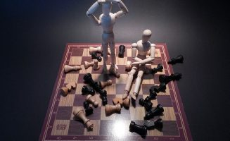 wooden figures win and lose